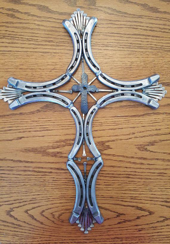 Croce di ferro di cavallo di ProphecyMetalWorks su Etsy