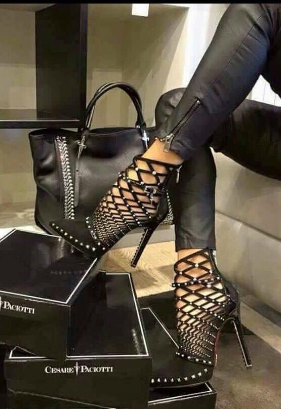 Ive fallen in love again,lol.Wow,now these are some pretty sexy lookin shoes