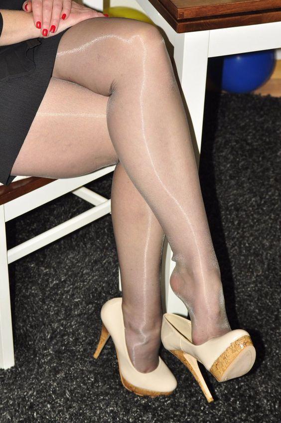 Hlačne nogavice, ki visijo, potapljajo noge-3128