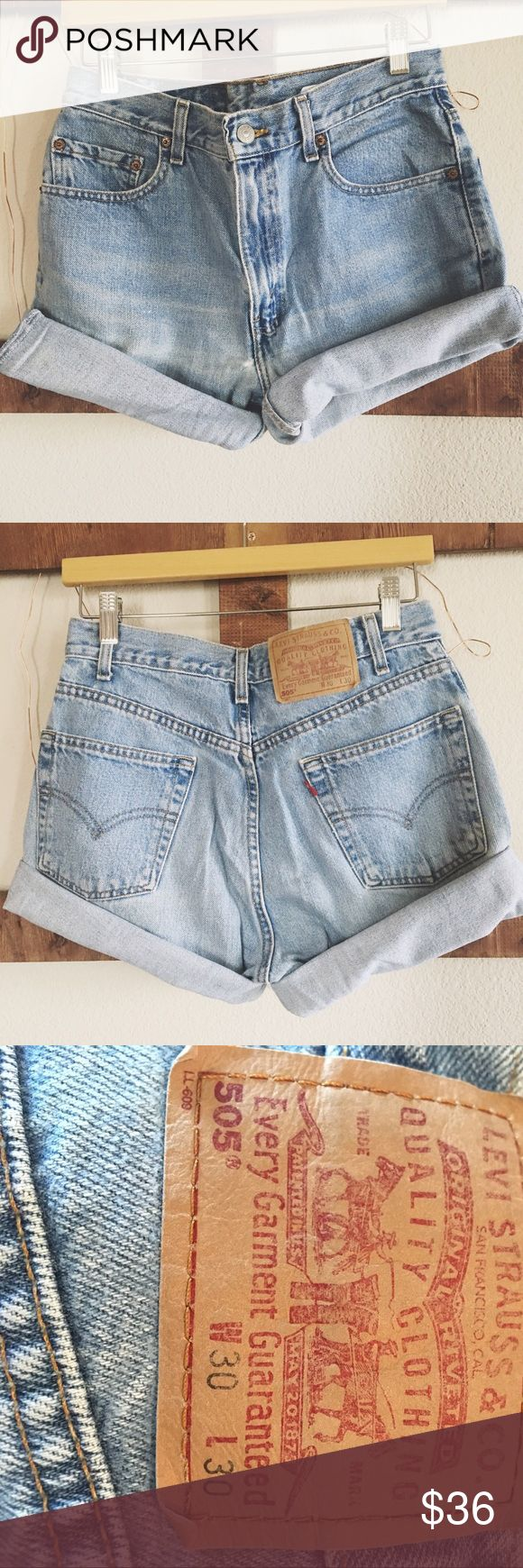 "Vintage Levi 505 jean short🌻 Vintage Levi 505 Jean Short🌻 waist 30"", 11"" length, size 8 but fits like a 6, would most likely fit a 4 as well, handcutt not darted so you can adjust the cuff✨ Levi's Shorts Jean Shorts"