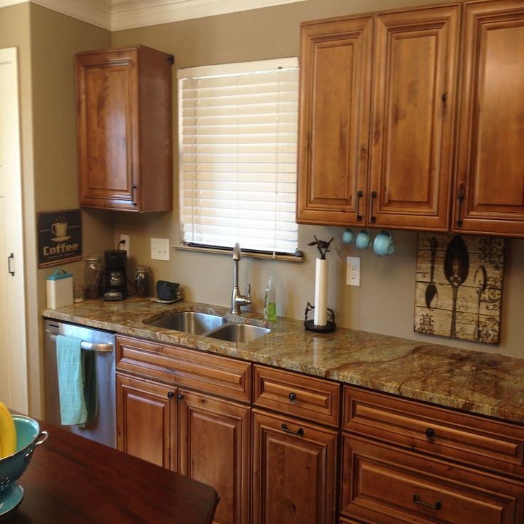 Green Kitchen Walls With Maple Cabinets: Best 25+ Maple Kitchen Cabinets Ideas On Pinterest