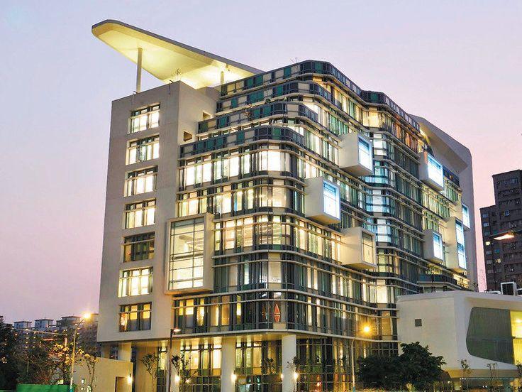 座落在板橋亞東醫院旁的新北市立圖書館新總館,外觀狀似堆疊的書籍,為地上10層,地下3層,本月落成 ...