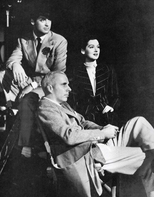 Cary Grant, Howard Hawks and Rosalind Russell on the set of HIS GIRL FRIDAY (1940).