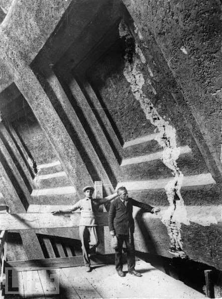 Cracks in the Pantheon dome. Restoration works, ca. 1925. LIFE / Getty Images. #Italy #Roma
