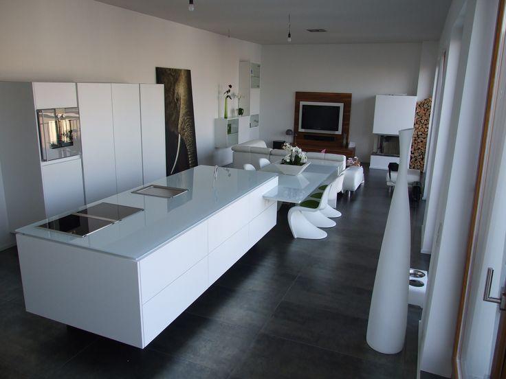 Besuchen sie unser berliner verkaufs und beratungscenter für den kompletten innenausbau unser bäder und küchen studio sowie unsere ausstellung von