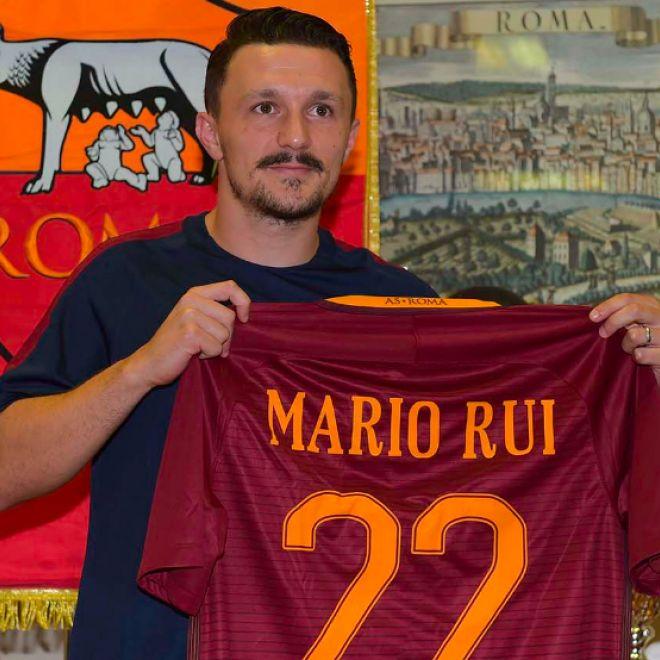 """Roma Mario Rui: """"Possiamo giocarcela con chiunque"""" Il nuovo terzino sinistro della Roma Mario Rui è stato oggi presentato nel ritiro di Pinzolo. Ecco la conferenza integrale: Interviene Mauro Baldissoni:"""