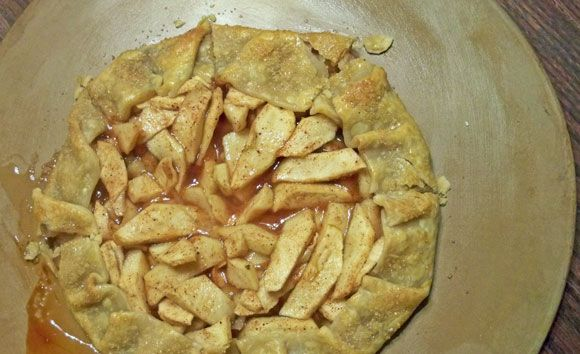 Apple Crostada, Apple Crostata Recipe - inspired by Maggiano's, a simple open-faced apple pie with raw sugar sprinkled around the edges. Makes a delicious simple dessert and works well with refrigerated pie crust, too.
