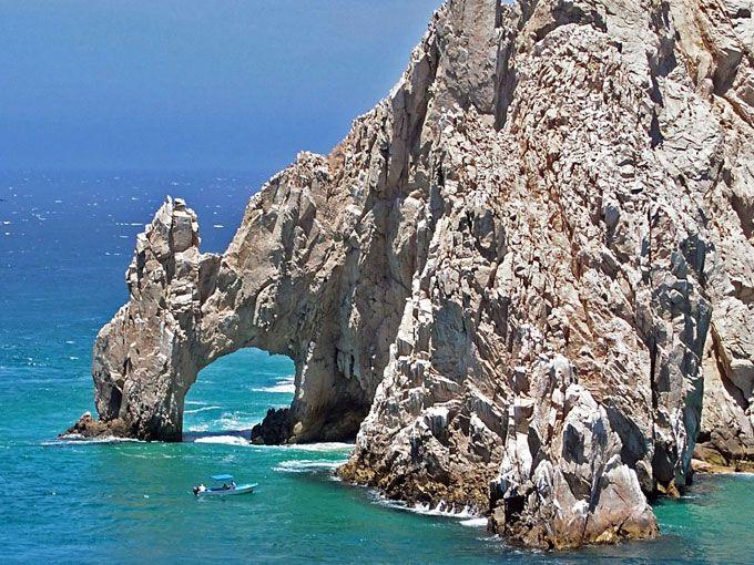 Los Cabos es uno de los destinos favoritos de celebridades, políticos y demás turistas de Estados Unidos y Canadá, pero los mexicanos también tenemos muchas cosas que hacer en estas playas.Si están planeando sus próximas vacaciones en Los Cabos, aquí les dejamos 5 tours imperdibles para tomar desde cualquier hotel de San José o San Lucas.