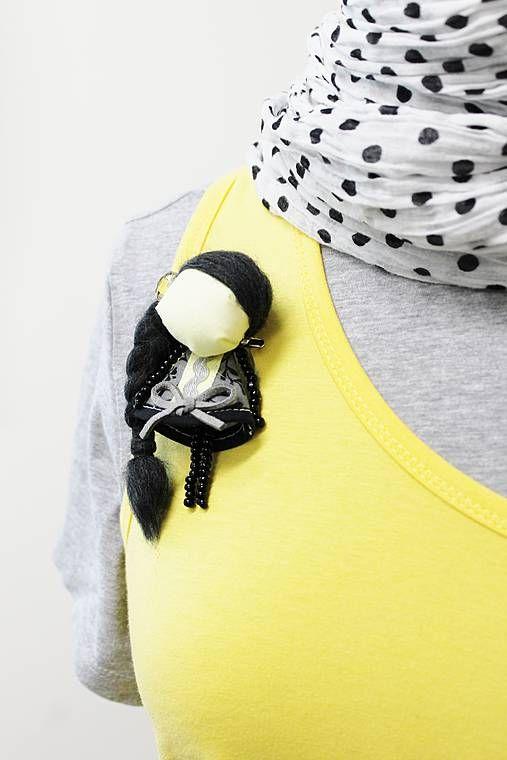 maramanufaktura / brošňa mini MARA mesačná /čierno-žltá /