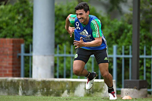 ALANÍS SERÁ EL SUSTITUTO DE MORENO EN COPA ORO El equipo de futbol Guadalajara dio a conocer que su defensa Oswaldo Alanís fue convocado por la selección mexicana para la Copa Oro, en sustitución del lesionado Héctor Moreno.