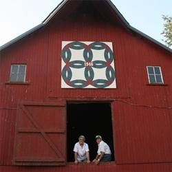 Beautiful barn quilts ... what a great summer project! http://www.livingthecountrylife.com/buildings/barns/beautiful-barn-quilts/