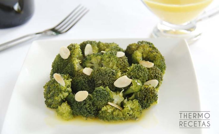 Brócoli al vapor con vinagreta de naranja - http://www.thermorecetas.com/brocoli-al-vapor-con-vinagreta-de-naranja/