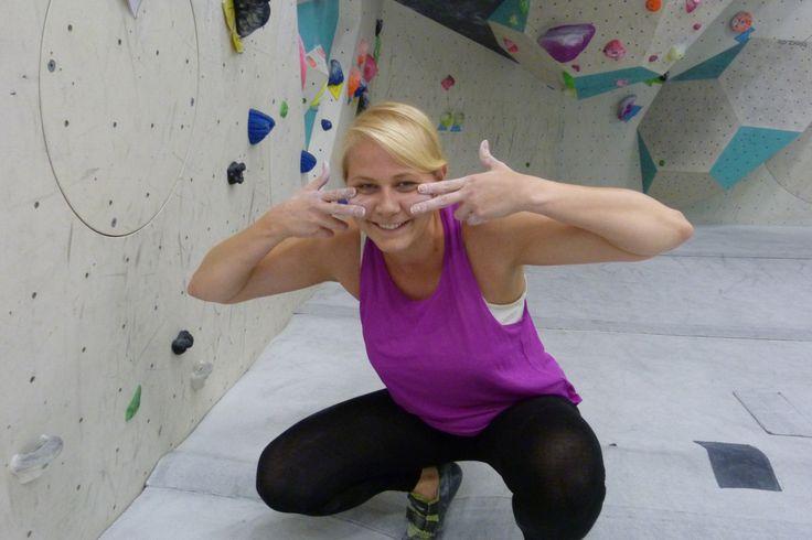 Ahoi, aus Hamburg. Bouldern ist Trend. Bouldern ist klettern ohne Seil in Absprunghöhe in einer Halle.Allerdings bedeutet dass stürmen einer Felswand bzw. eines Felsbrocken – was Boulder wör…