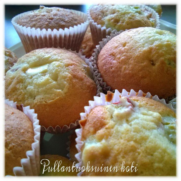 Pullantuoksuinen koti: Mehevät Raparperimuffinssit Soft and delicious rhubarb muffins