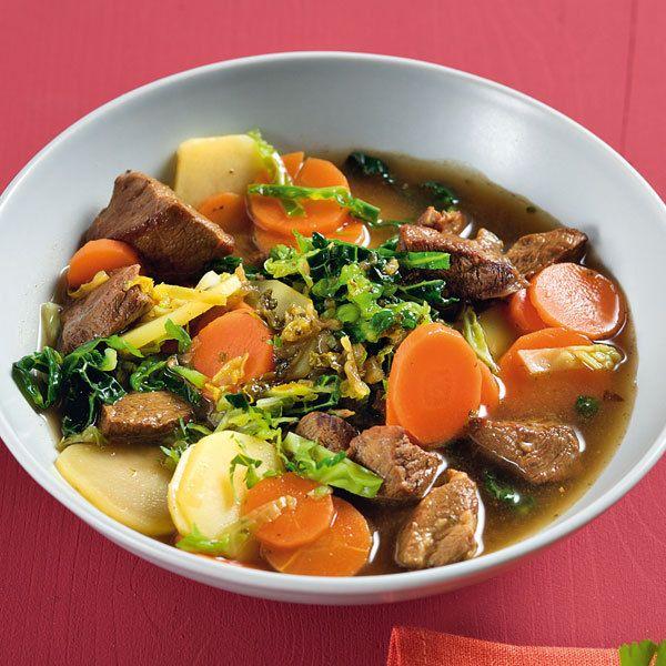 Für Traditionalisten: Mit diesem deftigen Eintopf genießen Sie beste bürgerliche Küche. Er heizt ein, schmeckt und wappnet für die kalte Jahreszeit!