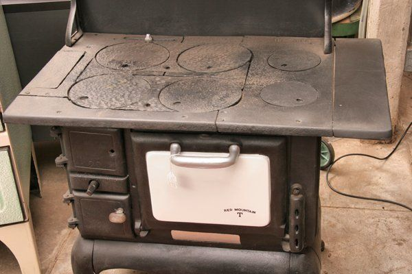 Every summer in the 1950s we stayed in a cottage in Buckhorn, Ontario and  mom and grandma cooked all our meals on a stove like this. | Pinterest - Every Summer In The 1950s We Stayed In A Cottage In Buckhorn