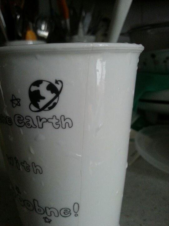 커피 먹을려구 뜨거운 물을 부었을  뿐인데 퍽 소리가 나더니 금이 쫙 가다니... 무슨 머그컵이 이래