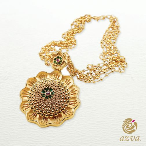 This #Azva medallion, with a textured necklace, is the true picture of elegance and sophistication. #WeddingVows #BridalGold