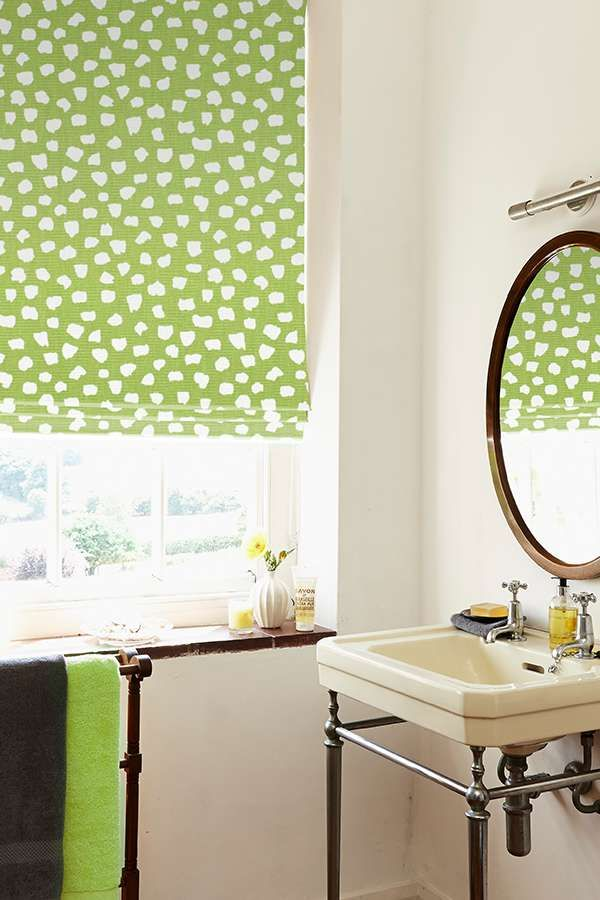 Featuring a zesty green background, our Etta Eucalyptus is an attractive contemporary Roman blind that will totally transform your windows. It's the perfect choice for bringing an element of the outside in, and would look beautiful when combined with plants and flowers.