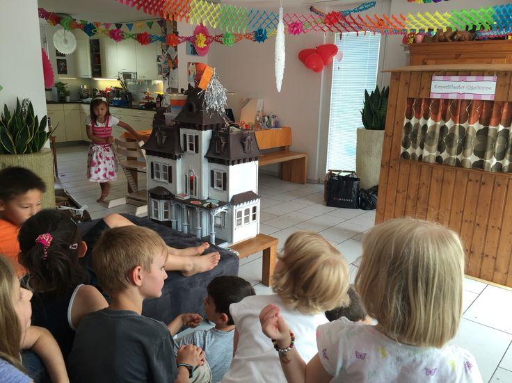 Kasperlitheater an einem Kindergeburtstag