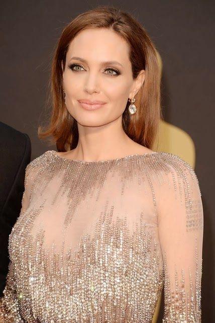 Angelina Jolie  http://cuchurutu.blogspot.com.es/2014/03/accesorios-maquillajes-y-peinados-en.html