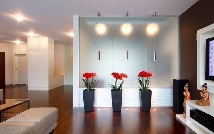 Dekoracyjne donice w salonie
