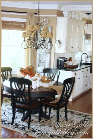 StoneGable:Dining area/kitchen adjacent. Like the beige, black and white color theme.