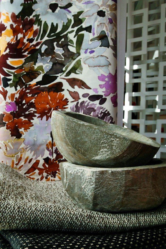 Wildflower collection состоит из натуральных тканей ( лен, хлопок, шелк) цветочного и геометрического дизайна различной фактуры ( льняное полотно, бархат, тюль, жаккард). В коллекции ADIRE представлены льняные полотна, декорированные в старинной японской технике ручного крашения Shibori #swaffer_fabrics