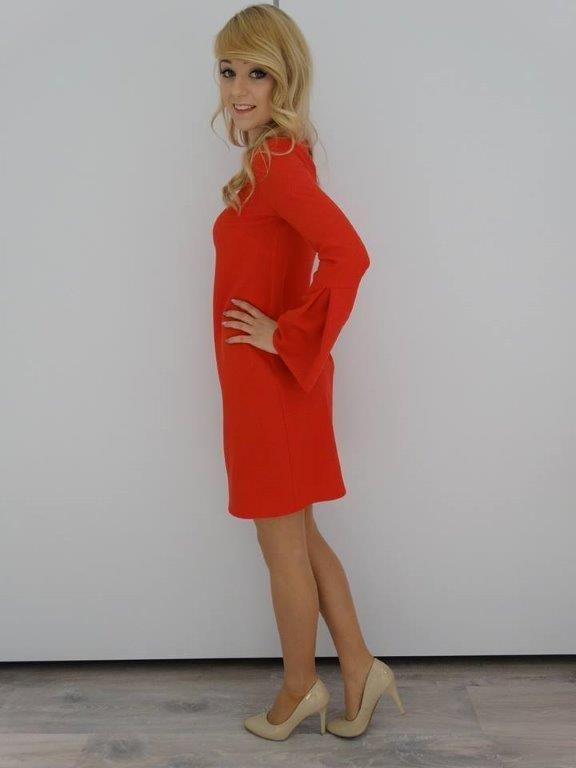 Sukienka z rozszerzonym rękawem czerwona