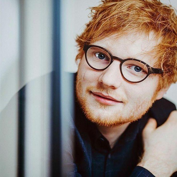 """453 curtidas, 2 comentários - Ed Sheeran Brasil ÷ (@siteedsheeranbr) no Instagram: """"Mais uma foto do Ed em ensaio para a Paris Match! ( helenepanbrum.photography)  #edsheeran"""""""