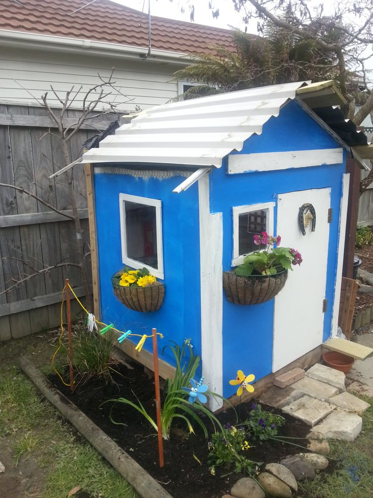 How to Build a Playhouse Part III - Roofing