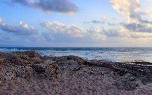 Vista previa de la playa fondo de pantalla, el mar, la arena, las nubes