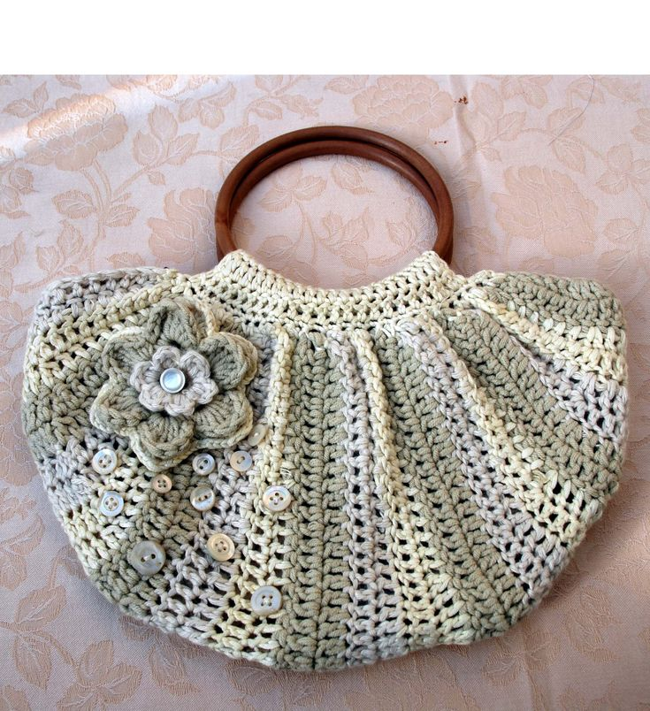 Here are some ideas of knitted and crochet bags that we could easily do now that summer is coming. Futuregirl crochet bag Knitted bag Multicolor crochet bag Easy peasy crochet bag Pretty crochet ba…