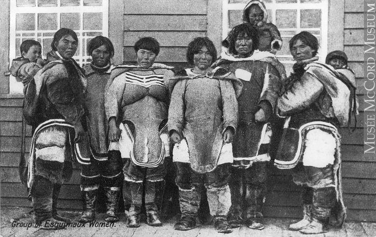 MP-0000.1270.24   Groupe de femmes et d'enfants inuits, QC, 1904-1906