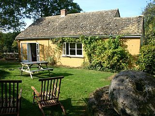 Cosy+Country+Cottage+Hidden+Away+In+A+Secluded+Orchard+With+Its+Own+Private+South+Facing+Garden+++Holiday Rental in Tewkesbury district from @HomeAwayUK #holiday #rental #travel #homeaway