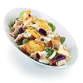 Insalata di pollo, funghi, spinaci, mandorle, cialda di parmigiano, con caesar dressing