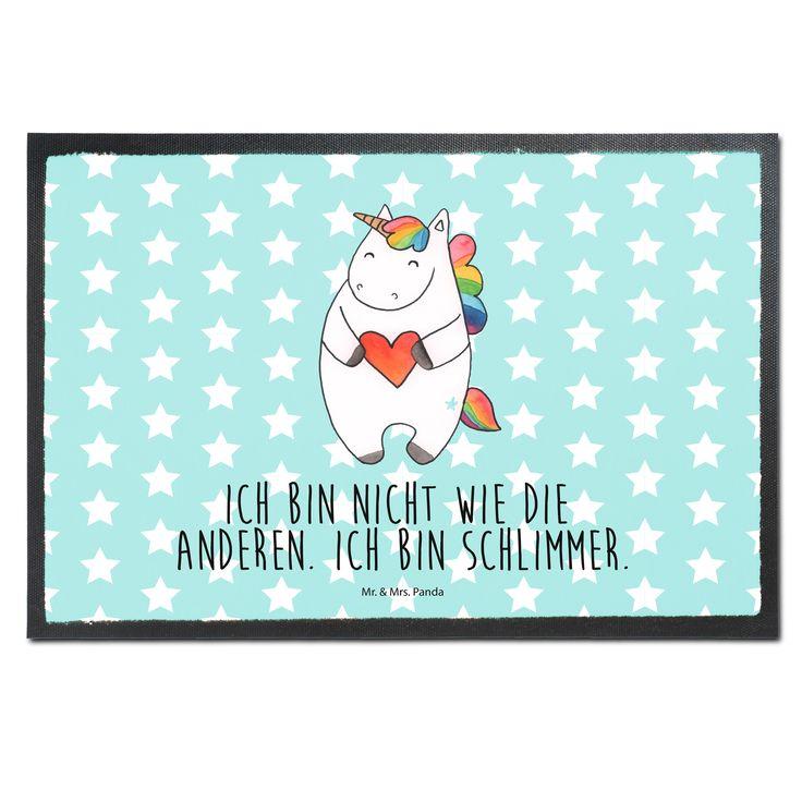 Fußmatte Druck Einhorn Herz aus Velour  Schwarz - Das Original von Mr. & Mrs. Panda.  Die wunderschönen Fussmatten von Mr. & Mrs. Panda sind etwas ganz besonderes. Alle Motive werden von uns entworfen und konzipiert und jede Fussmatte wird von uns in unserer Manufaktur selbst bedruckt und liebevoll an euch verschickt. Die Grösse der Fussmatte beträgt 50cm x 70cm.    Über unser Motiv Einhorn Herz  Ein wunderschönes Einhorn aus der Mr. & Mrs. Panda Einhorn Collection    Verwendete Materialien…