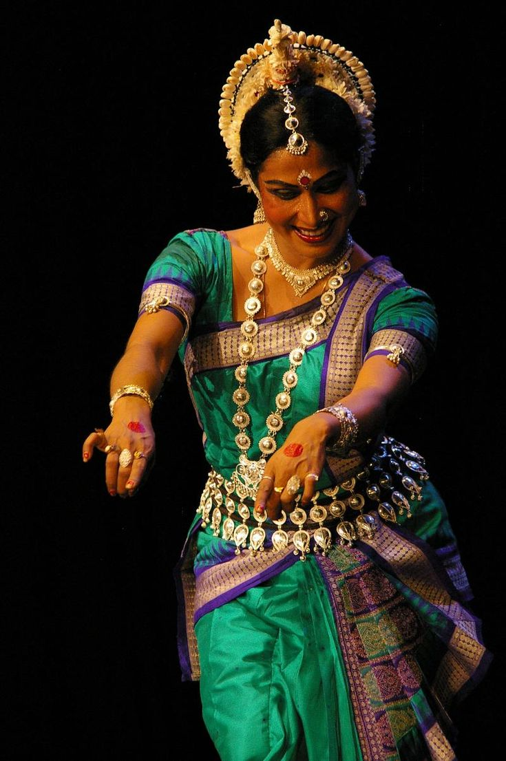 Odissi Dance, Odisha [Formely known as Orissa], India. What a Beautiful style of silk saree from Odisha,..