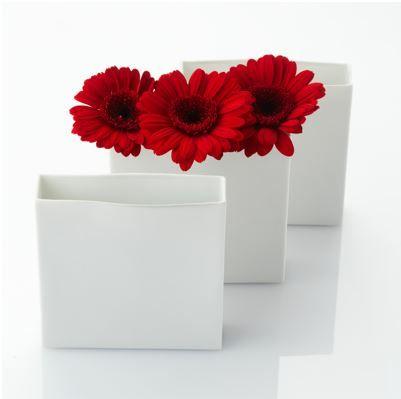 Ваза для украшения стола из тончайшего фарфора ручной работы, коллекция  Still. http://stylishnest.ru/product/vaza-kvadratnaja-still/