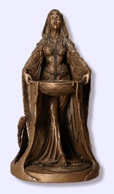 ✯ Danu Statue:Danu is thought to be the great mother of the race of the Tuatha De Danaan, the ancient tribe of the Celtic people. She is the great goddess of flowing rivers and the life force that they bring to the earth. She is associated with agriculture, cultivation, and the nurturing of the land. She represents the cycle of life, death, and rebirth, as demonstrated by the plants of the natural world, just as the humble acorn buried in the ground becomes the mighty sacred oak tree.✯