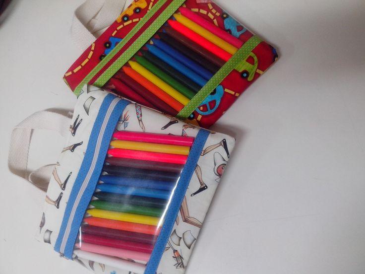 Bolsinha infantil com giz e caderno de desenho
