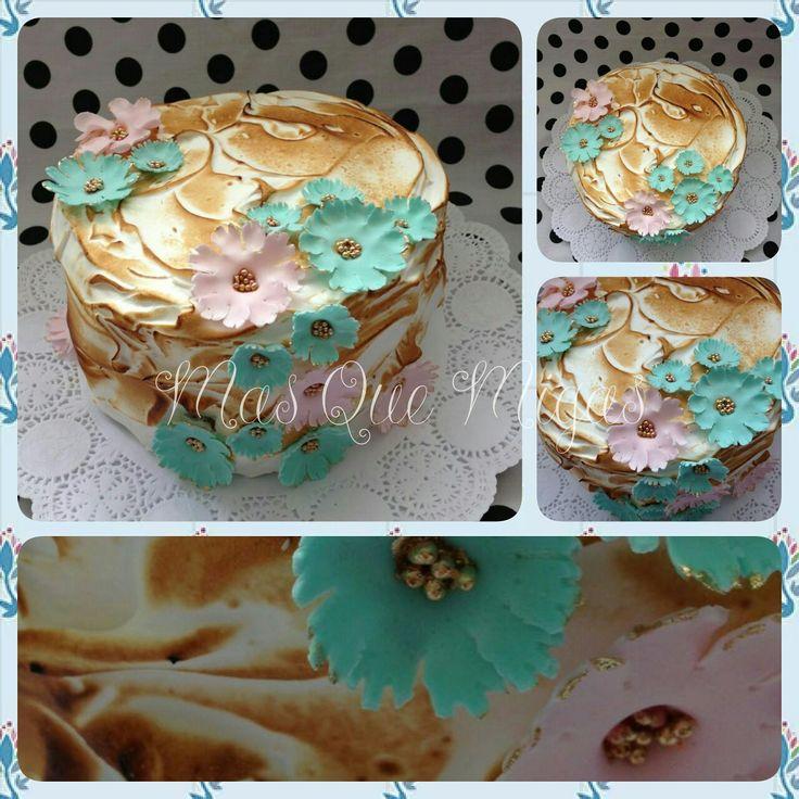 Torta merengue italiano, recuerda que nos puedes encontrar en fcb Tortas Más Que Migas y Instagram @masquemigas