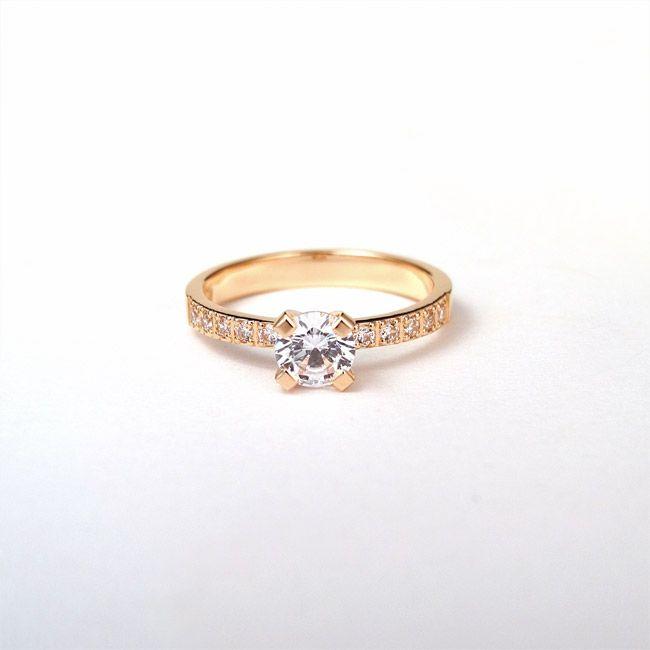 Rose gold engagement ring. Zaročni prstan, rožnato zlato.   #wedding #engagement #ring #proposal #isaidyes #handmade #rose #gold #diamonds #jewelrydesign #jewelry #joyeria #fashion #alternativebridal #showmeyourrings #zarocni #porocni #prstan #zlato #diamanti #nakit #moda #izdelanorocno #metalsmith #topaz