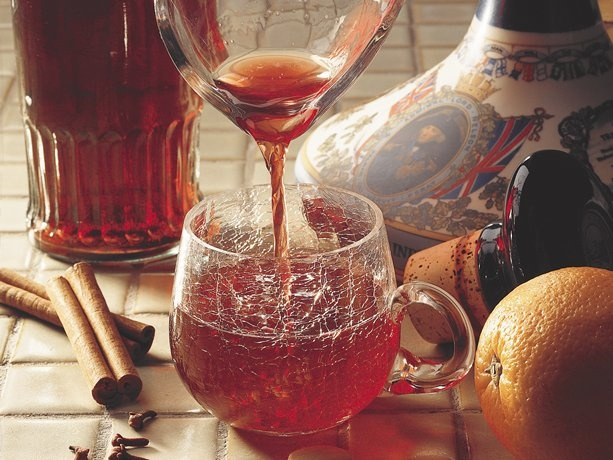 glögg (swedish alcoholic fruit punch with red wine, brandy, vodka)
