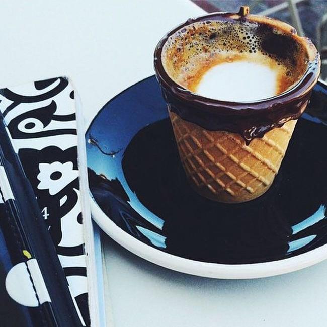 Après un bon Café Expresso nHésitez pas à Manger la Tasse