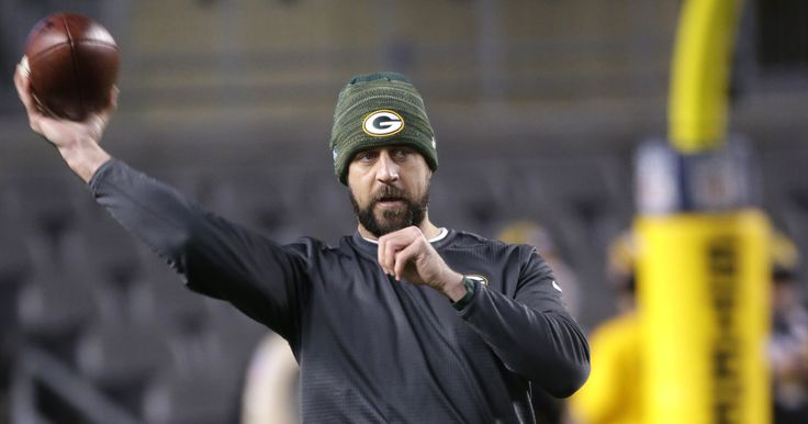 cool Aaron Rodgers is effortlessly throwing 54-yard passes