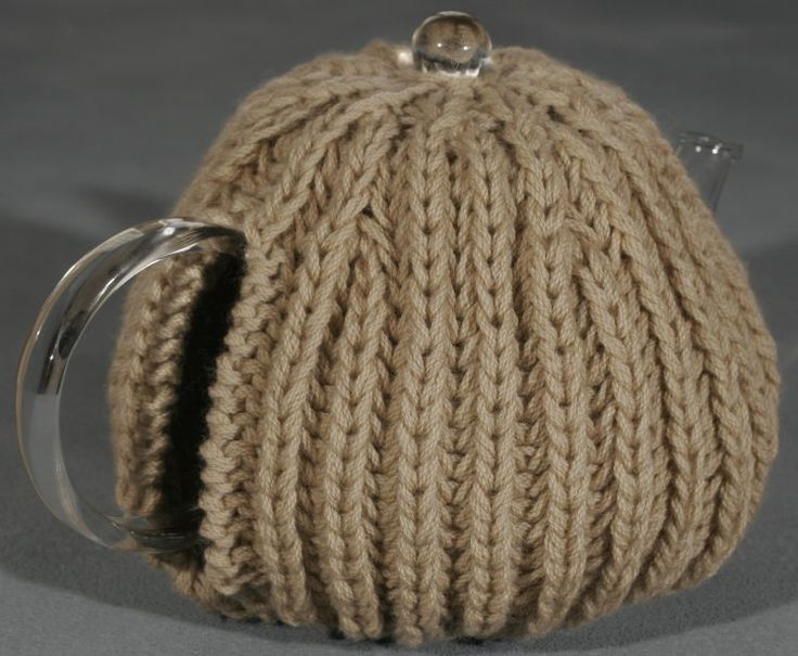View of the Tea Cosy handle, a free knit pattern