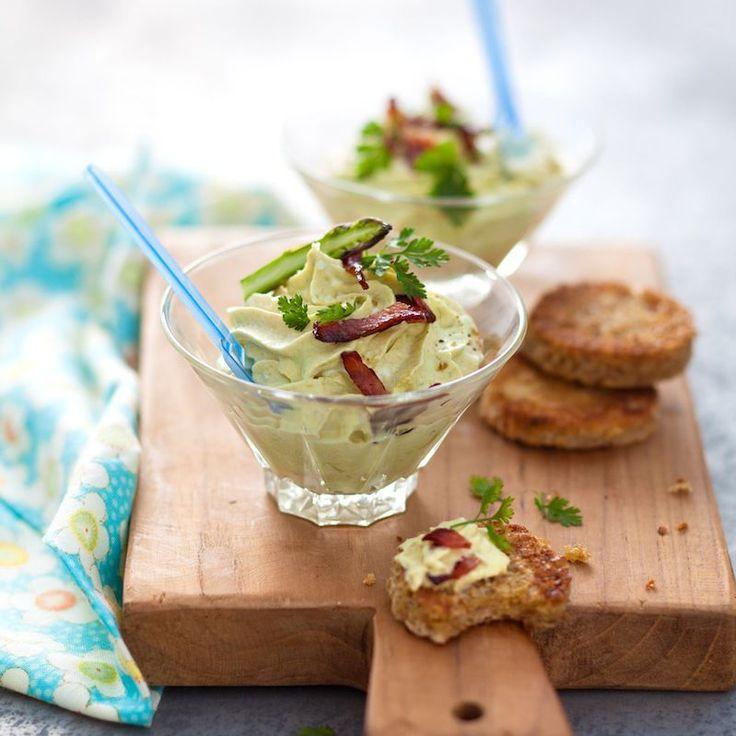 Découvrez la recette Mousse d'asperges au cerfeuil sur cuisineactuelle.fr.
