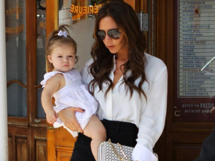 Η Victoria Beckham αγαπάει τα πουκάμισα Ιδιαίτερα τα λευκά.