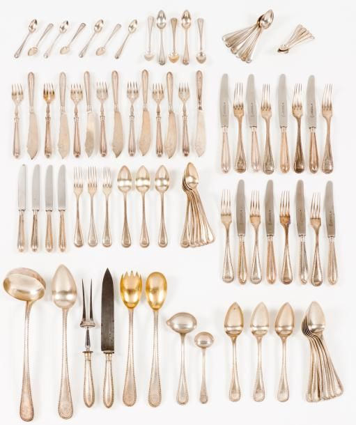 A table service of flatware Portuguese silver  Decoration with beaded frieze and engraved monogram  Comprising: eight serving pieces, 12 soup spoons, 12 table forks, 12 table knives, 12 fish forks, 12… - Veritas Art Auctioneers - 21/02/2017